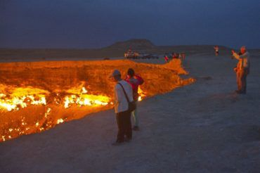 Darvaza door to hell gaz crater - Turkmenistan, central asia tour