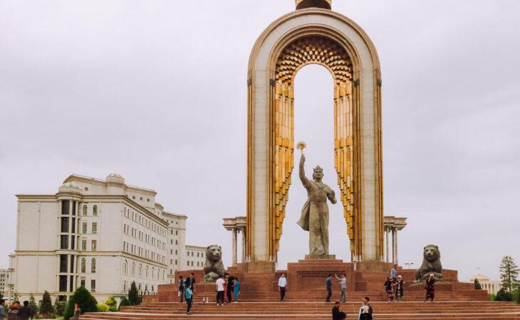 Dushanbe Somoni statue