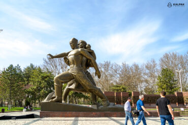 Tashkent earthquake monument