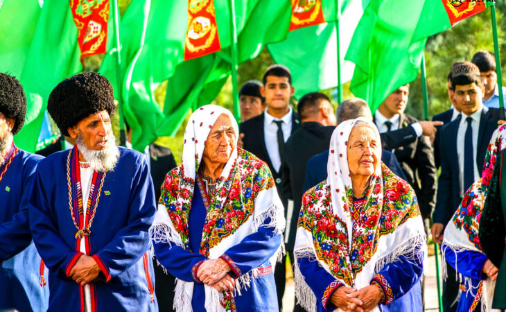 traditional Turkmen clothes