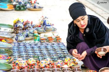 Souvenir seller in Uzbekistan