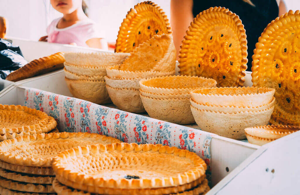 Uzbekistan tour and trying bread