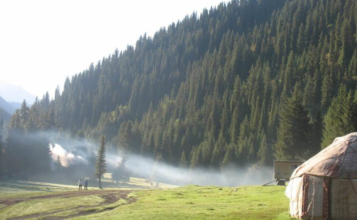 Yurt near Jety Oguz mountains and forest in Kyrgyzstan Tour
