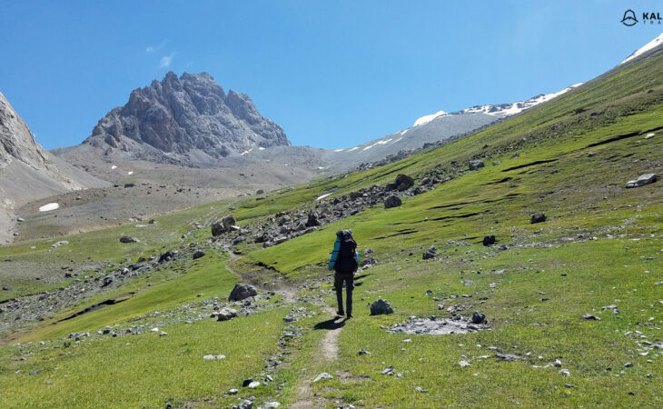 Trekking with backpack in Tajikistan