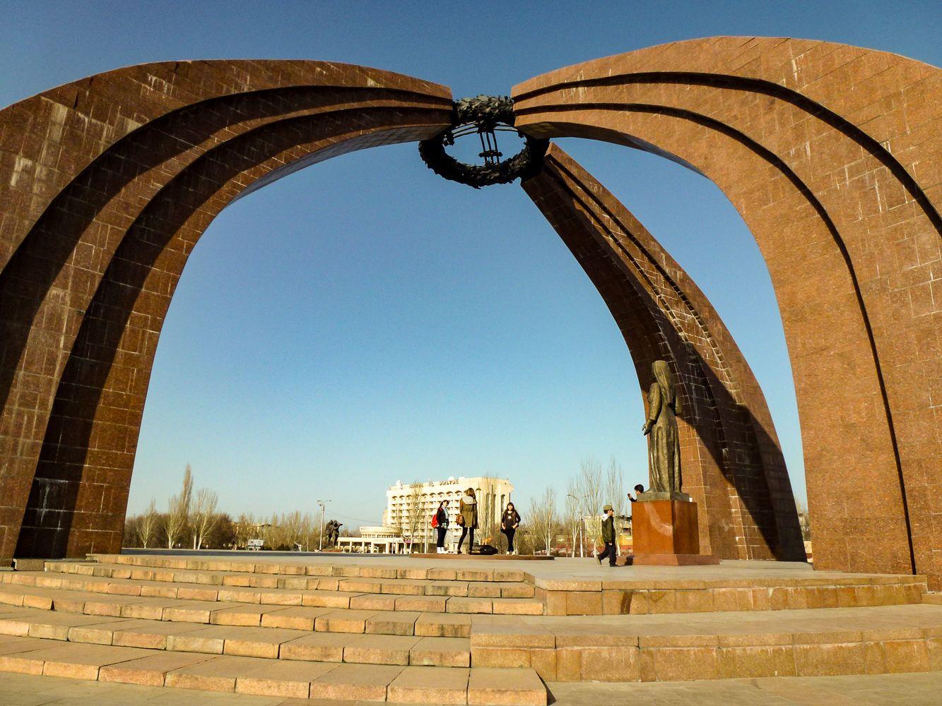 victory square Bishkek City Tour