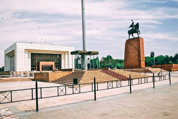 Kyrgyzstan Tour at the central square in Bishkek