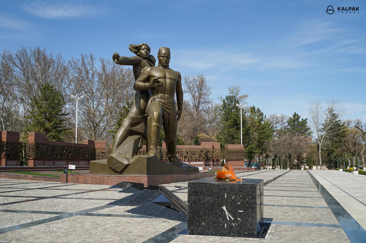 Tashkent Earthquake monument in Uzbekistan