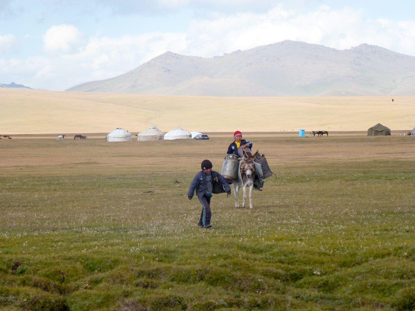 Kyrgyzstan, Song Kul, kids