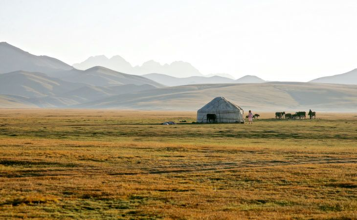 Song Kol Travel: yurt in summer pasture near Kyrgyzstan lake