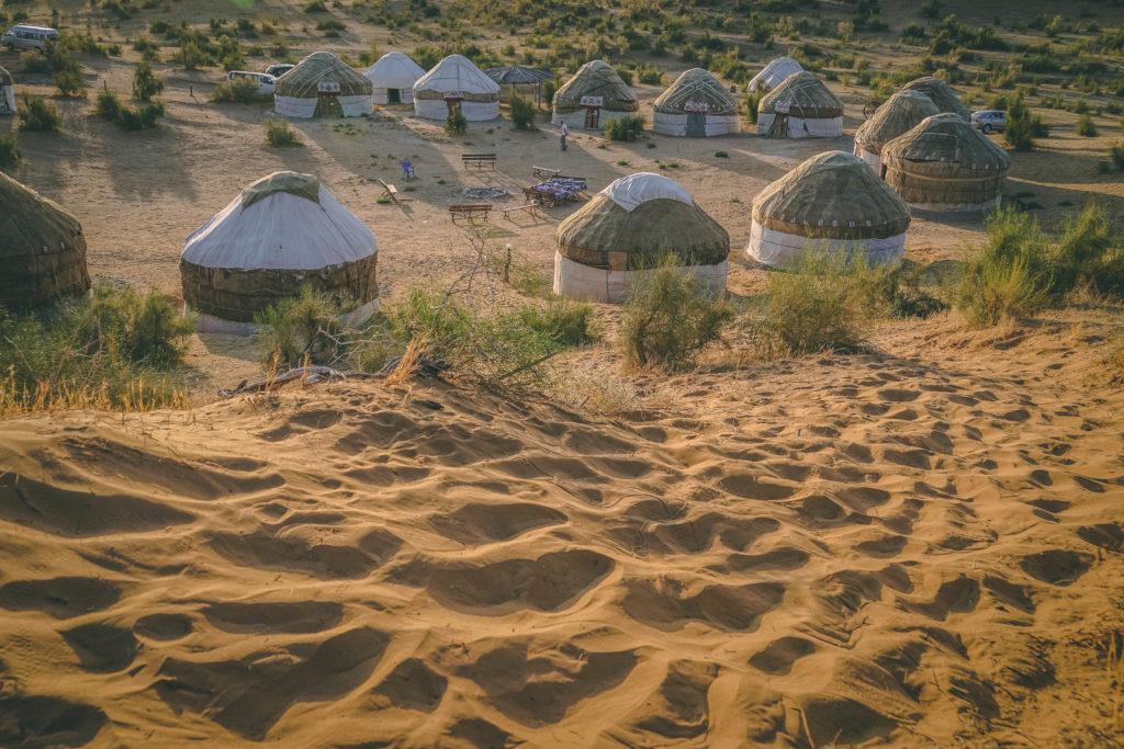 Jurtencamp in der Wüste, Aydarkul-See