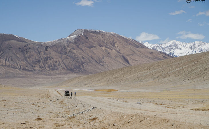 Travellers on Pamir Highwa with car
