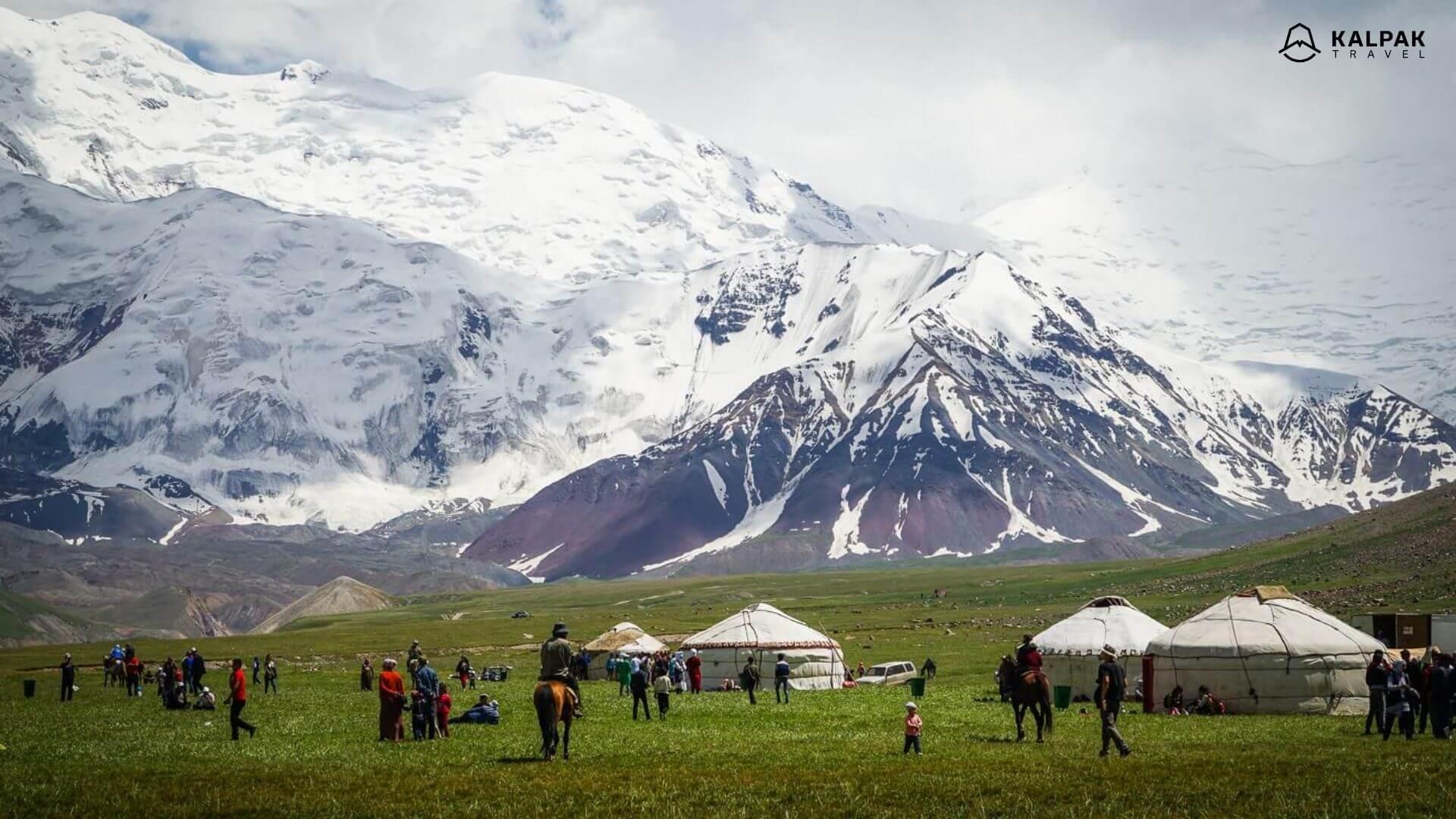 Zentralasien Natur, Gebirge und Yurten