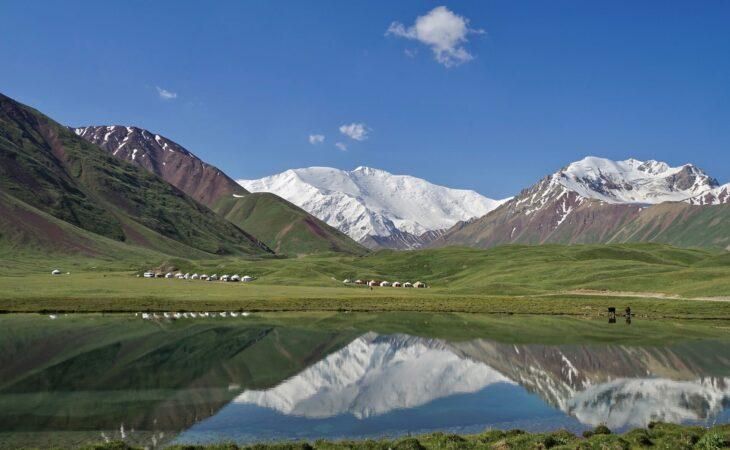 Pamir Highway tour at Tulparkul lake