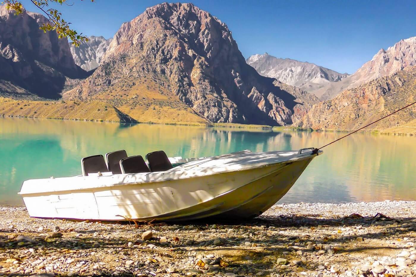 Iskanderkul See in Tadschikistan, Zentralasien