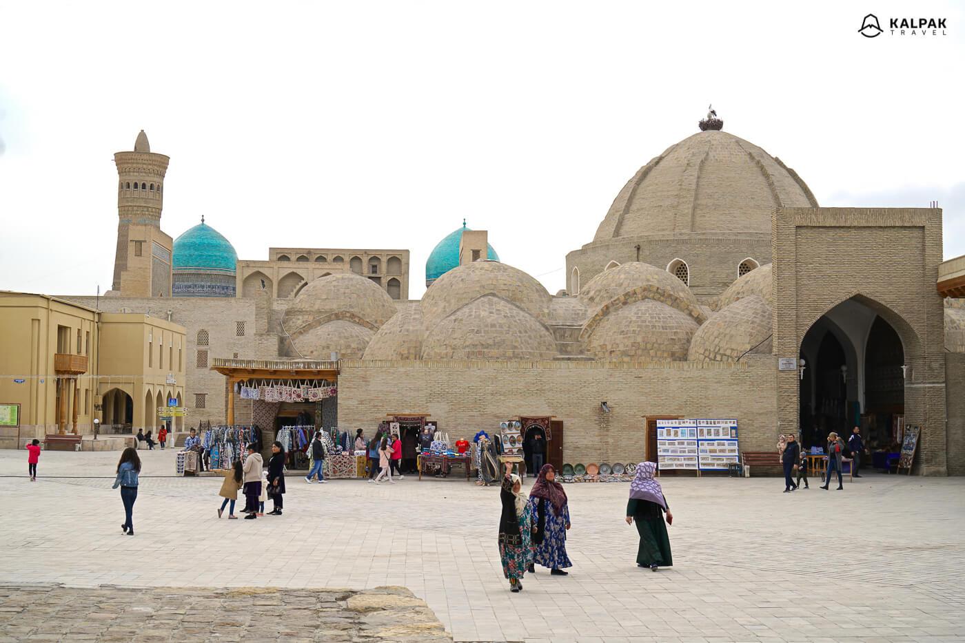 Buchara Kuppeln bazaar in Usbekistan